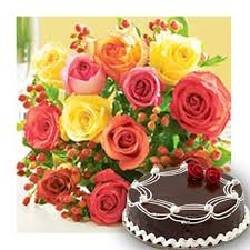1 Kg Cake and 12 Roses Bouquet