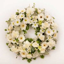Round wreath of 30 white flowers