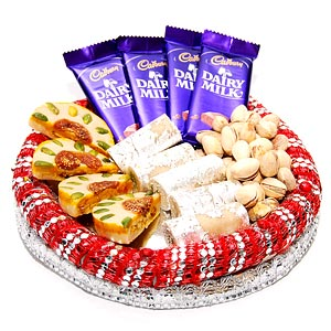 Kaju Roll and 4 Dairy Milk 250 Gms Pista in Tray