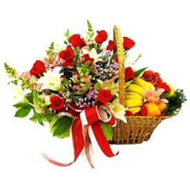 2 Kg Fresh fruit Basket with 6 red Roses