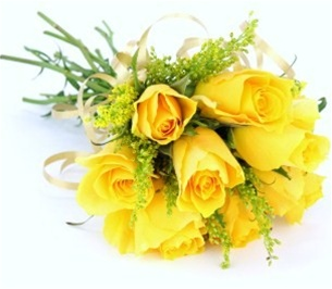 8 Yellow roses in bouquet