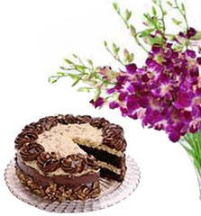 1/2 Kg. Fresh cake  with a Bouquet of orchids