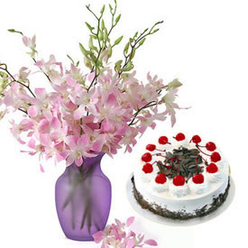 Flowers in Vase with 1/2 Kg Black forest Cake