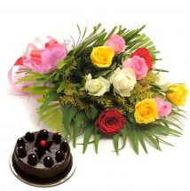 1/2 kg chocolate cake 6 assorted roses bouquet