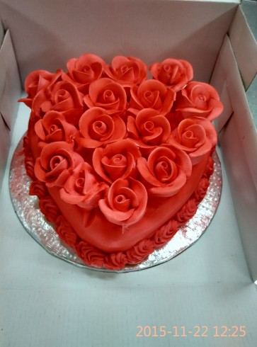 1 Kg Heart Black forest Cake with red roses icing